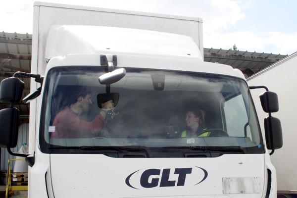 Ça tourne, Blandine parle de son quotidien au volant de son camion.