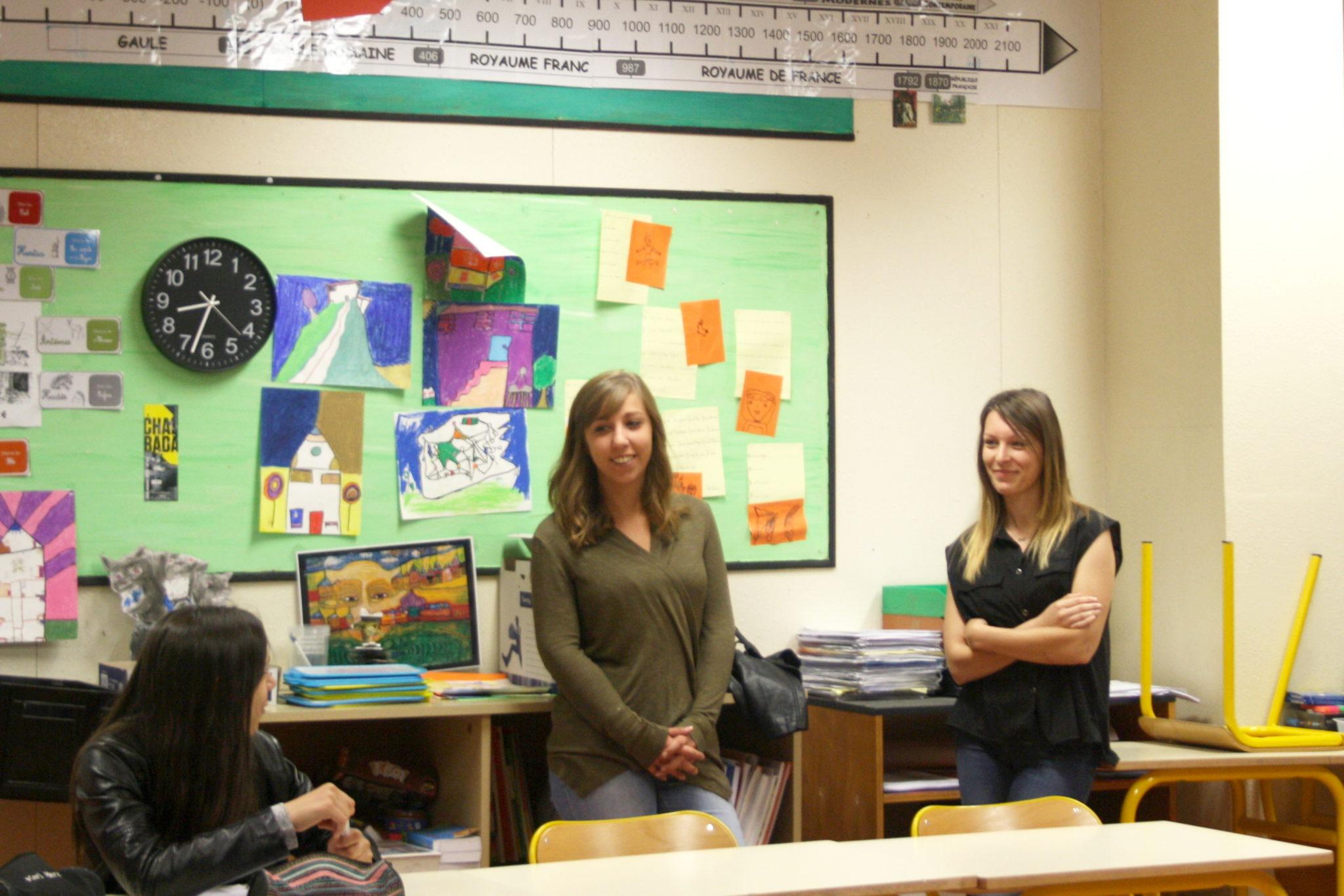 Oriane (à gauche) et Blandine (à droite) répondent aux questions des élèves à propos de leurs métiers.