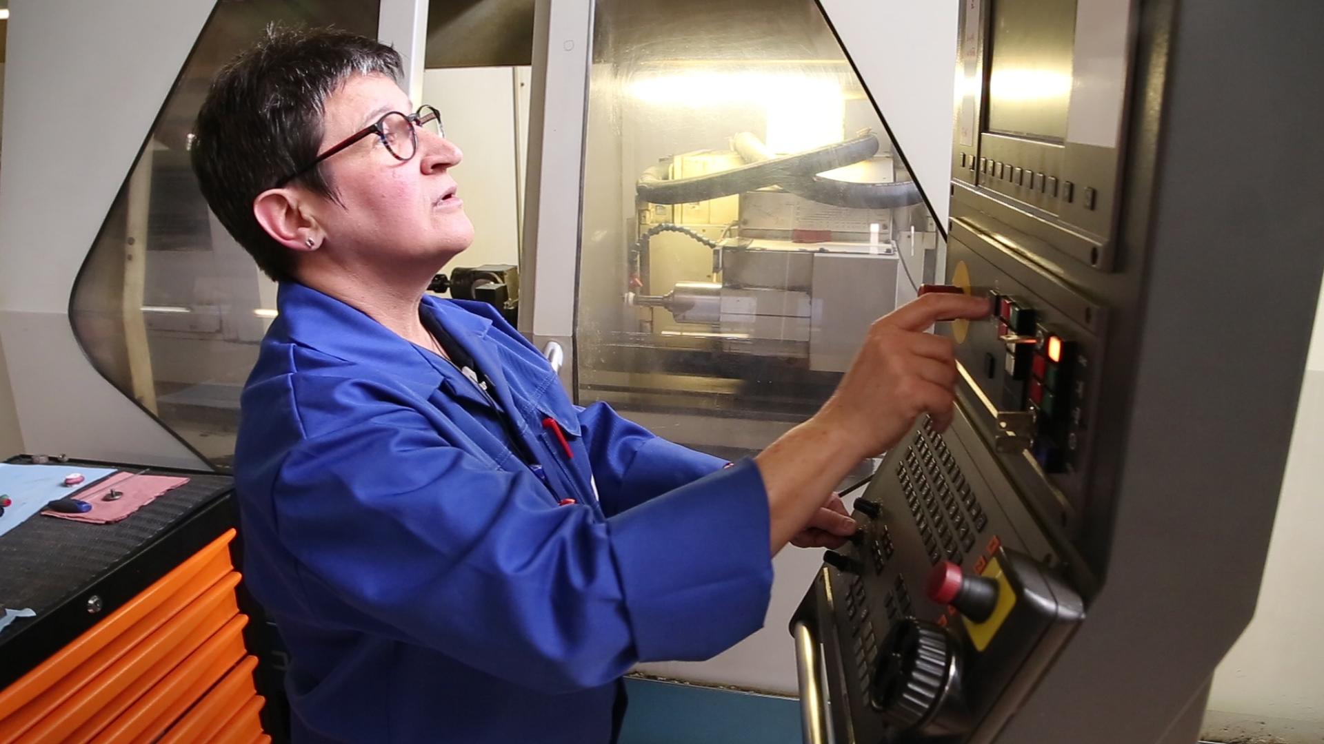 Laurence, rectifieure chez MicroMécanique.