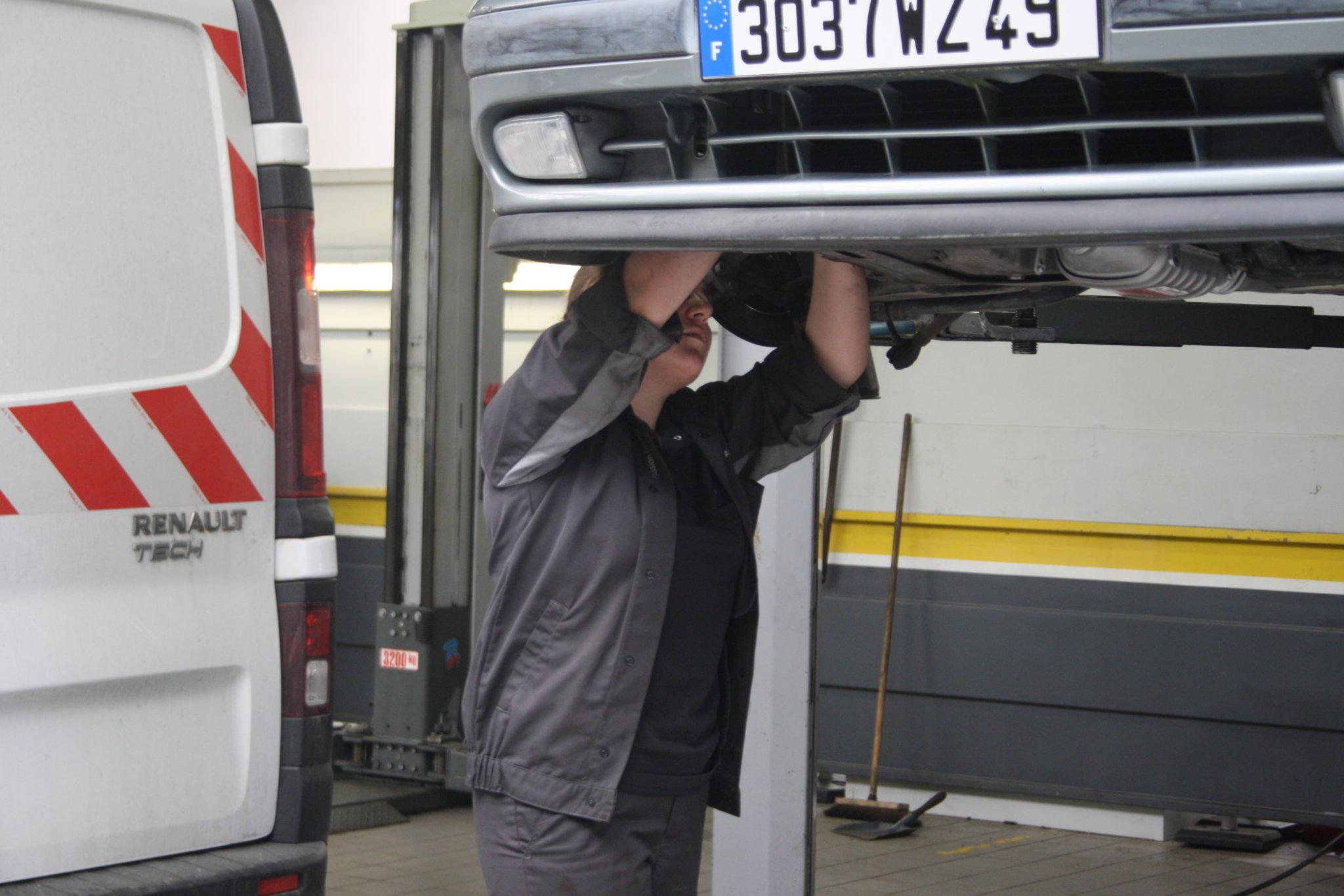 Laurine, mécanicienne chez Renault Angers.